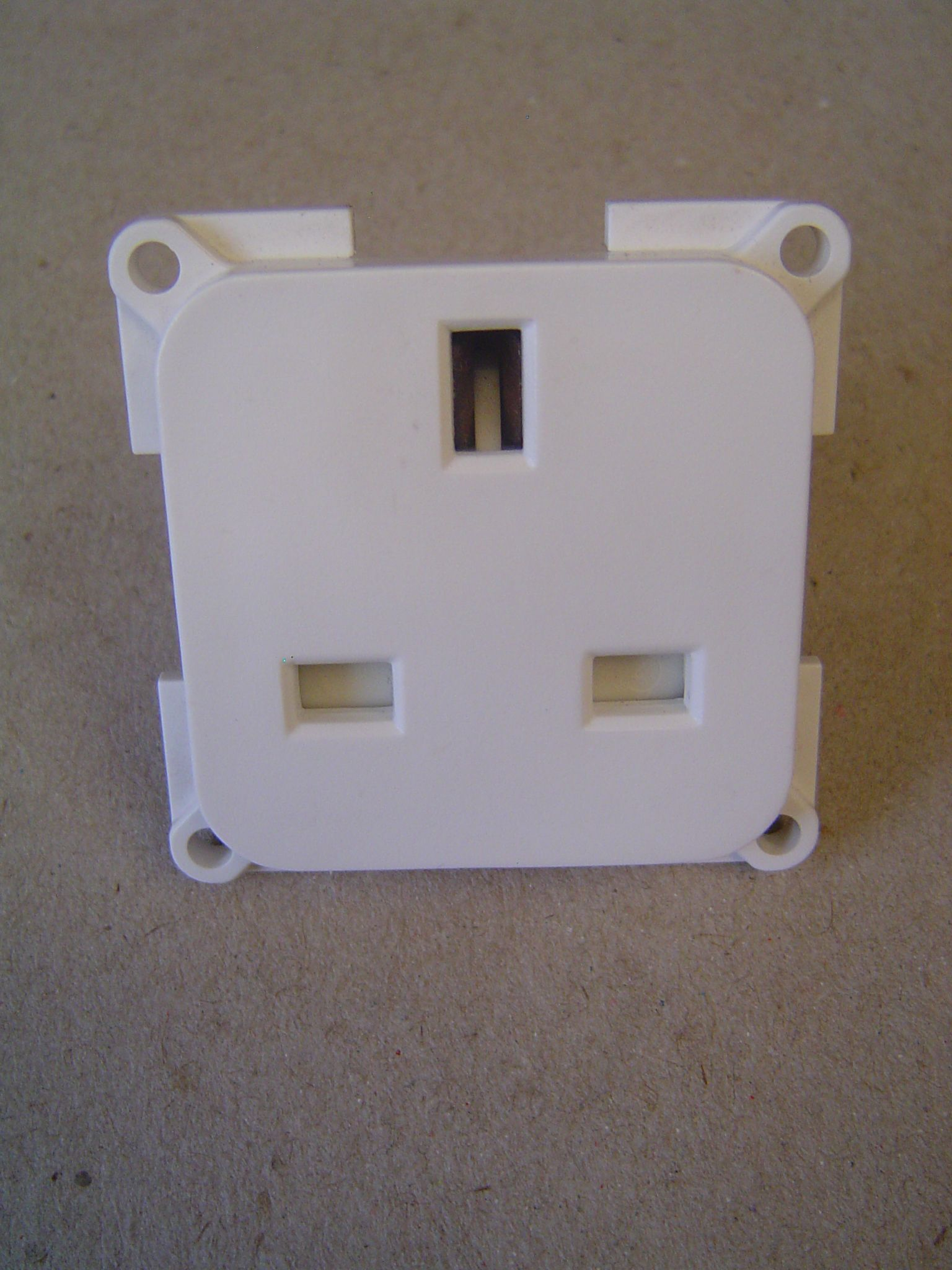 Uk 3 Pin White Mains Socket
